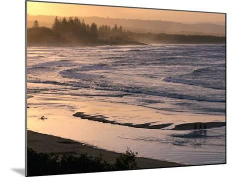 Sunset over Main Beach, Byron Bay, New South Wales, Australia-Michael Gebicki-Mounted Photographic Print