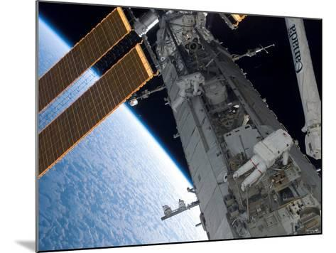 STS-118 Astronaut, Construction and Maintenance on International Space Station August 15, 2007-Stocktrek Images-Mounted Photographic Print