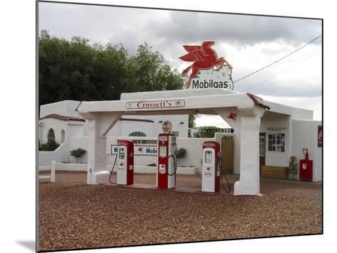 Vintage Mobil Gas Station, Ellensburg, Washington, USA-Nancy & Steve Ross-Mounted Photographic Print