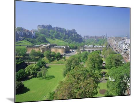 Edinburgh Castle and Gardens, Edinburgh, Lothian, Scotland, UK, Europe-Roy Rainford-Mounted Photographic Print