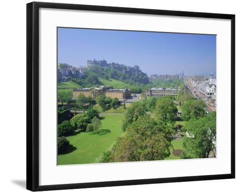 Edinburgh Castle and Gardens, Edinburgh, Lothian, Scotland, UK, Europe-Roy Rainford-Framed Art Print