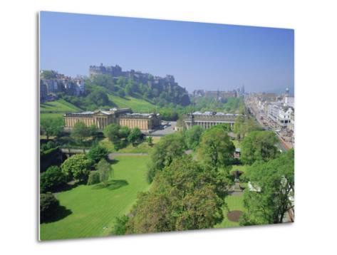 Edinburgh Castle and Gardens, Edinburgh, Lothian, Scotland, UK, Europe-Roy Rainford-Metal Print
