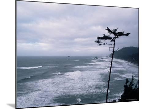 Waves Crashing into Rocks on the Pacific Coast, Oregon, United States of America, North America-Aaron McCoy-Mounted Photographic Print