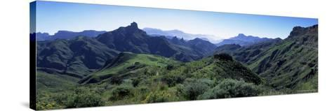 View West from Route Gc210, with Roque Bentayga on the Left, Gran Canaria, Canary Islands, Spain-Kim Hart-Stretched Canvas Print