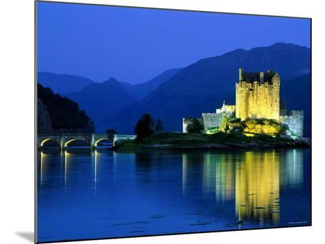 Eilean Donan Castle, Loch Duich, Highlands, Scotland-Steve Vidler-Mounted Photographic Print