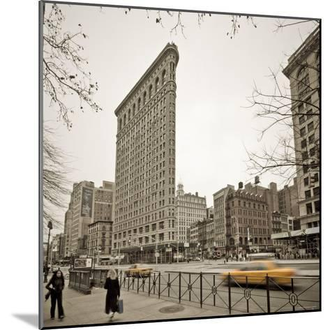 Flatiron Building, Fifth Avenue and Broadway, New York City, USA-Alan Copson-Mounted Photographic Print