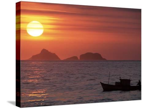 Arpoador Beach, Cagaras Island, Rio de Janeiro, Brazil-Silvestre Machado-Stretched Canvas Print