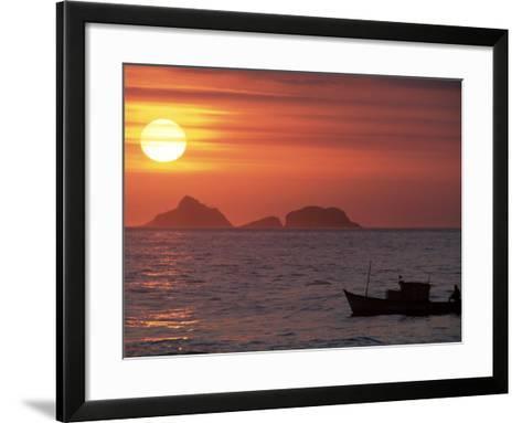 Arpoador Beach, Cagaras Island, Rio de Janeiro, Brazil-Silvestre Machado-Framed Art Print