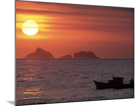 Arpoador Beach, Cagaras Island, Rio de Janeiro, Brazil-Silvestre Machado-Mounted Photographic Print
