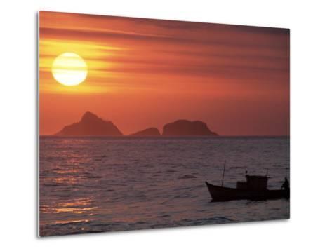 Arpoador Beach, Cagaras Island, Rio de Janeiro, Brazil-Silvestre Machado-Metal Print