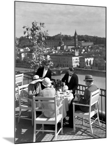 Dining Outside at Restaurant on Roof of Excelsior Hotel-Alfred Eisenstaedt-Mounted Photographic Print