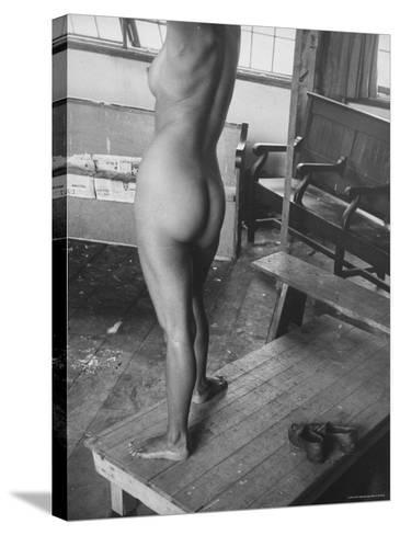 Close Up of Female Nude Model in Life Drawing Class at the Skowhegan School of the Arts-Gjon Mili-Stretched Canvas Print