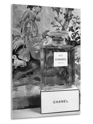 Close Up of Perfume Bottle-Hans Wild-Metal Print