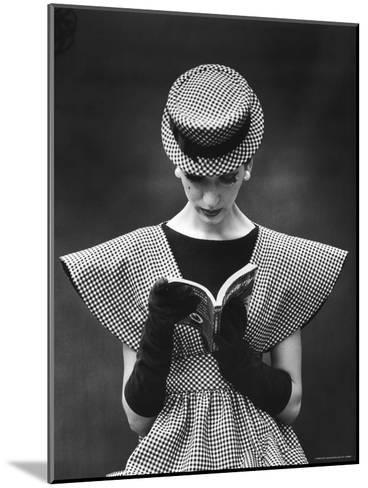 Woman Wearing Wide Shoulder Fashion Look-Nina Leen-Mounted Photographic Print