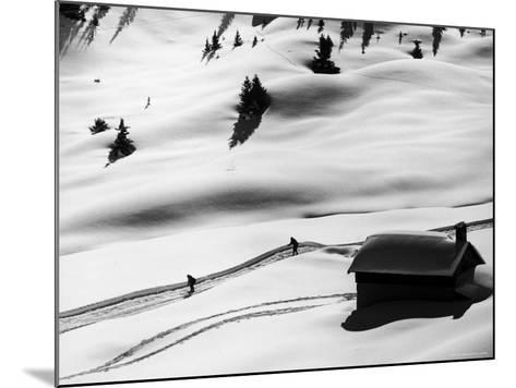 New Ski Resort-Loomis Dean-Mounted Photographic Print