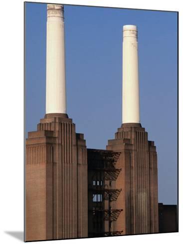 The Battersea Power Plant - London, England-Doug McKinlay-Mounted Photographic Print