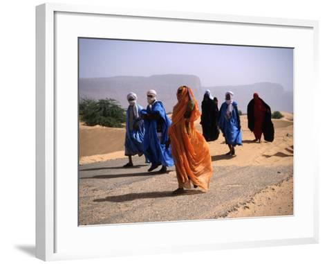 Local People Travel the Road Between Nouadhibou and Mouackchott, Mauritania-Jane Sweeney-Framed Art Print