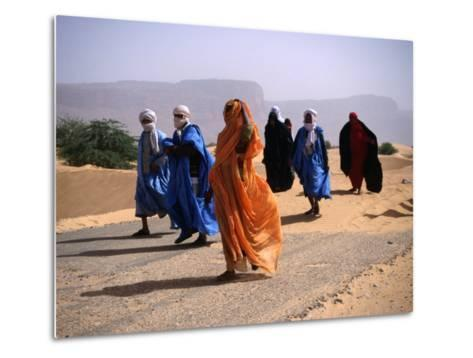 Local People Travel the Road Between Nouadhibou and Mouackchott, Mauritania-Jane Sweeney-Metal Print