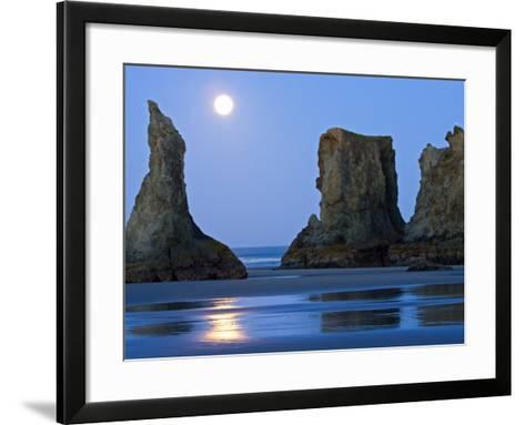 Moon Setting on Bandon Beach, Oregon, USA-Joe Restuccia III-Framed Art Print