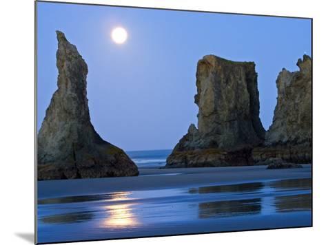 Moon Setting on Bandon Beach, Oregon, USA-Joe Restuccia III-Mounted Photographic Print