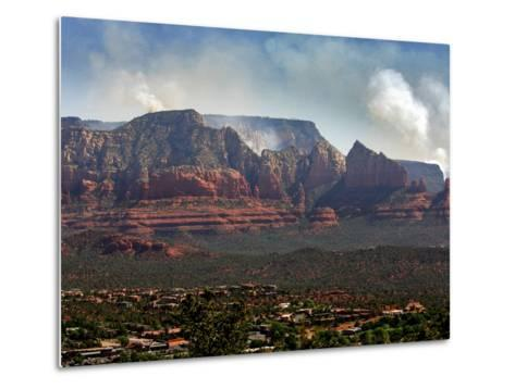 Sedona, Ariz. is Backdropped by the Brins Fire Buring Atop the Red Rocks--Metal Print