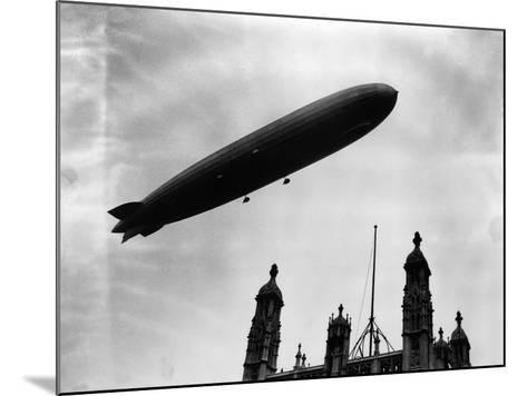The Graf Zeppelin Airship in London--Mounted Photographic Print