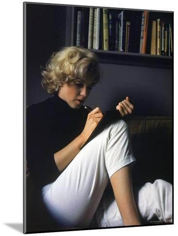 Marilyn Monroe Writing at Home-Alfred Eisenstaedt-Mounted Premium Photographic Print