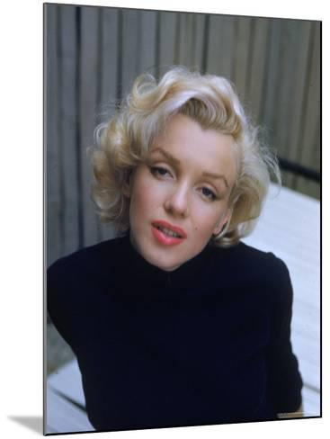Marilyn Monroe on Patio Outside of Her Home-Alfred Eisenstaedt-Mounted Premium Photographic Print
