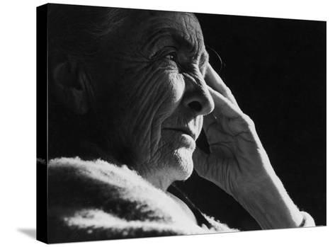 Pensive Portrait of Artist Georgia O'Keeffe-John Loengard-Stretched Canvas Print