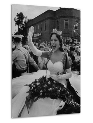 Miss America, Mary Ann Mobley Returning to Her Home Town-Grey Villet-Metal Print