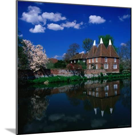 Oast Houses on the River Medway, Yalding Near Maidstone, Kent, England-David Tomlinson-Mounted Photographic Print