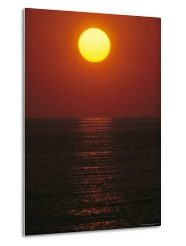 A Golden Sunset on the Water-Raul Touzon-Metal Print