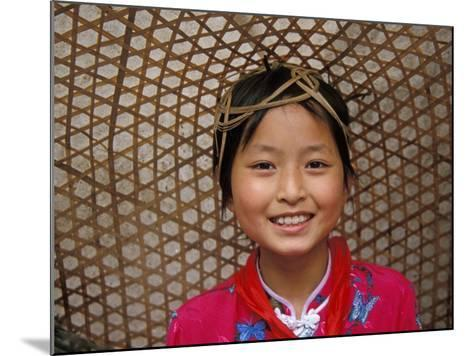Young Girl Wearing a Straw Hat, Yangtze River, Less Three Gorges, China-Keren Su-Mounted Photographic Print