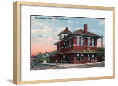 Fort Scott, Kansas - Missouri Pacific Railroad Depot-Lantern Press-Framed Art Print