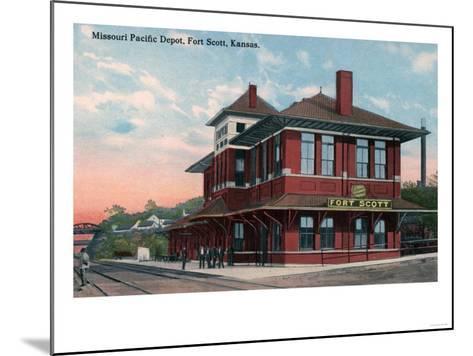 Fort Scott, Kansas - Missouri Pacific Railroad Depot-Lantern Press-Mounted Art Print