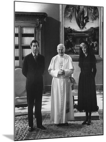 Pope John Paul II Meets with Prince Charles and Princess Diana in the Vatican--Mounted Photographic Print