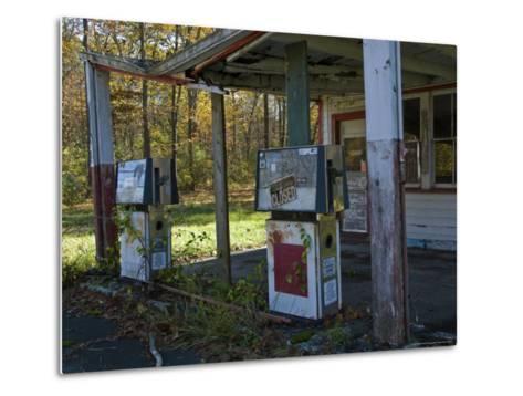 Abandoned Gas Station-Todd Gipstein-Metal Print