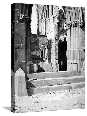 Charleston, SC, Ruins of Cathedral, Civil War-Lantern Press-Stretched Canvas Print
