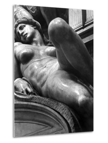 Reclining Figure Sculpted by Michelangelo from His Tomb of the Medici-Alfred Eisenstaedt-Metal Print