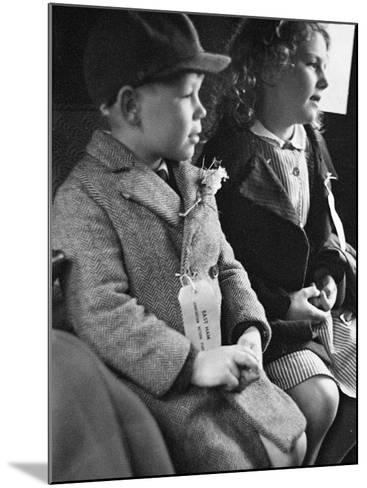 Evacuees Returning Home to London-Ian Smith-Mounted Photographic Print