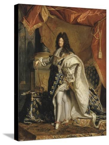 Louis XIV âgé de 63 ans en grand costume royal-Hyacinthe Rigaud-Stretched Canvas Print