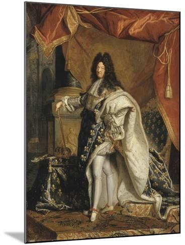 Louis XIV âgé de 63 ans en grand costume royal-Hyacinthe Rigaud-Mounted Giclee Print