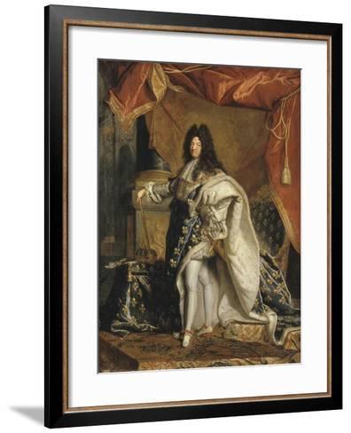 Louis XIV âgé de 63 ans en grand costume royal-Hyacinthe Rigaud-Framed Art Print