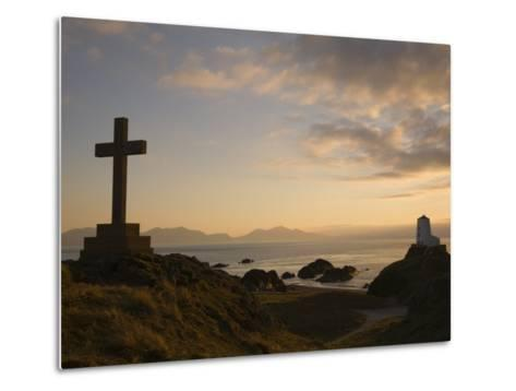 Stone Cross and Old Lighthouse, Llanddwyn Island National Nature Reserve, Anglesey, North Wales-Pearl Bucknall-Metal Print