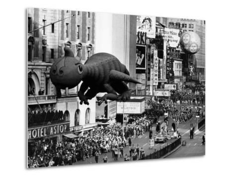 The Macy's Thanksgiving Day Parade, Times Square, New York City, November 28, 1963--Metal Print