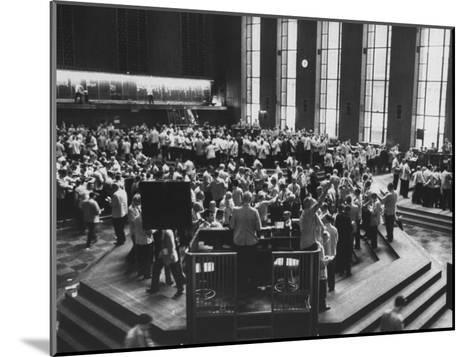 Chicago Board of Trade, as Proposed Wheat Sale to Russia Sends Prices Soaring-Robert W^ Kelley-Mounted Photographic Print
