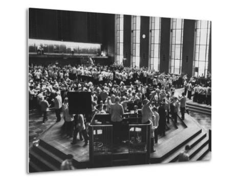 Chicago Board of Trade, as Proposed Wheat Sale to Russia Sends Prices Soaring-Robert W^ Kelley-Metal Print