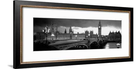 London-Jerry Driendl-Framed Art Print