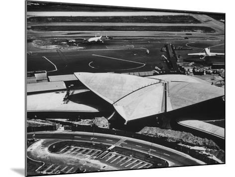 The Twa Terminal, Designed by Eero Saarinen-Dmitri Kessel-Mounted Photographic Print