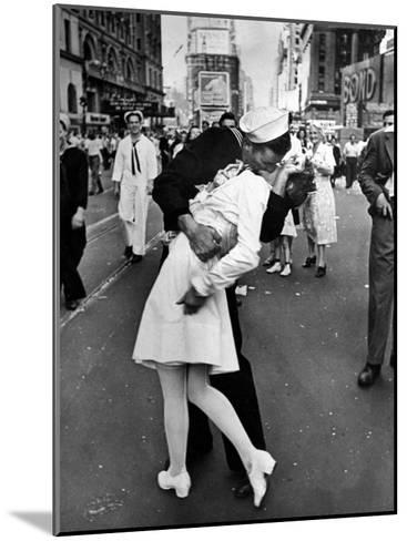 American Sailor Clutching a White-Uniformed Nurse in a Passionate Kiss in Times Square-Alfred Eisenstaedt-Mounted Photographic Print